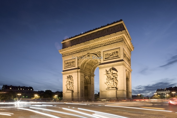 France, Paris, Arc de Triomphe at dusk